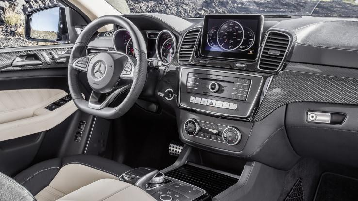 Vtrcedes-Benz GLE 250 Sport coupe, BMW X6
