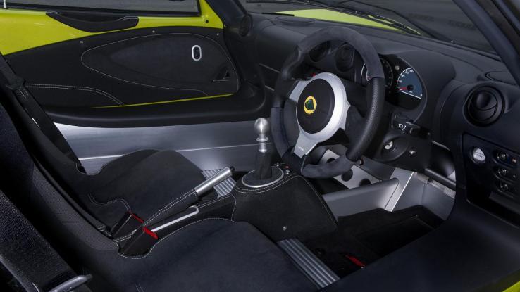 Lotus Elise Cup S, Cup R, салон