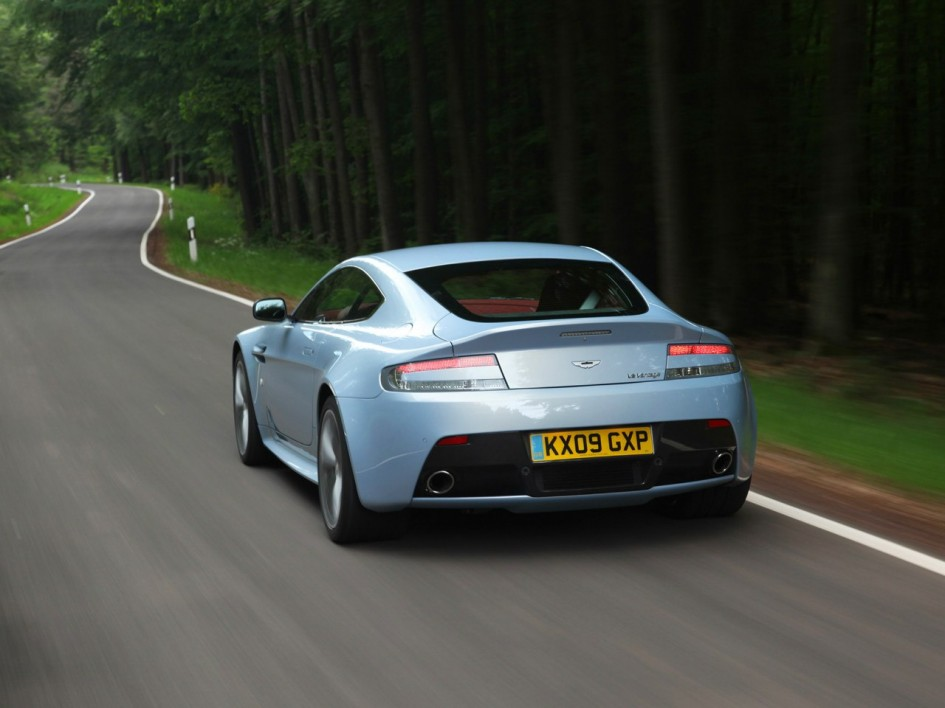 фото Aston Martin V12 Vantage