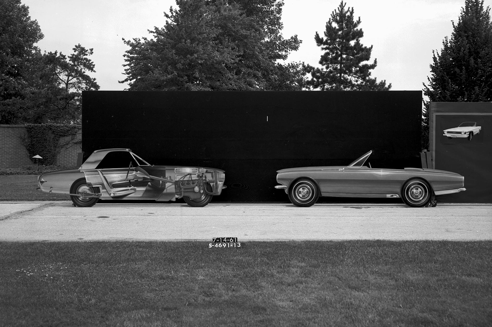1961-1962рока. двомісна компоновка, фото Ford Mustang