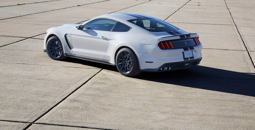 фото Ford Mustang GT350R, Shelby, Флет Рок, штат Мічиган, карбонові колеса