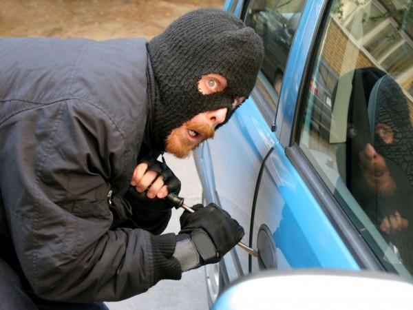фото автомобільне шахрайство, Латвія, 2015