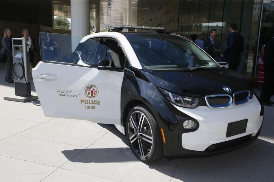 фото BMW i3 LAPD, Tesla Model S P85D, Toyota Prius, поліцейські, департамент поліції Лос-Анджелеса