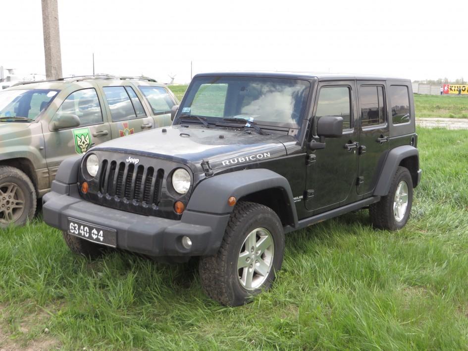 Гвардійський Jeep Wrangler. У 2015 році модель здобула деяке оновлення, зокрема, нові кольори (Танк (темнооливковий зелений), Помаранчевий Західного Сонця, Мідний Коричневий, Баха Жовтий, Феєрверковий Червоний) і комплектації (Sport, Willys Wheeler, Sahara, Rubicon i Rubicon Hard Rock)
