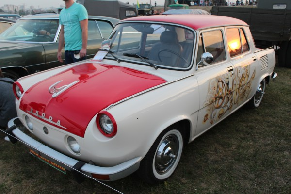"OldCarLand-2016, Pontiac Bonneville, ЛуАЗ-969М, Dodge Ram SRT 10, Honda Civic, Pontiac Firebird, RAF-2203 ""Latvija"", Dodge Charger, Skoda 1000 MB"