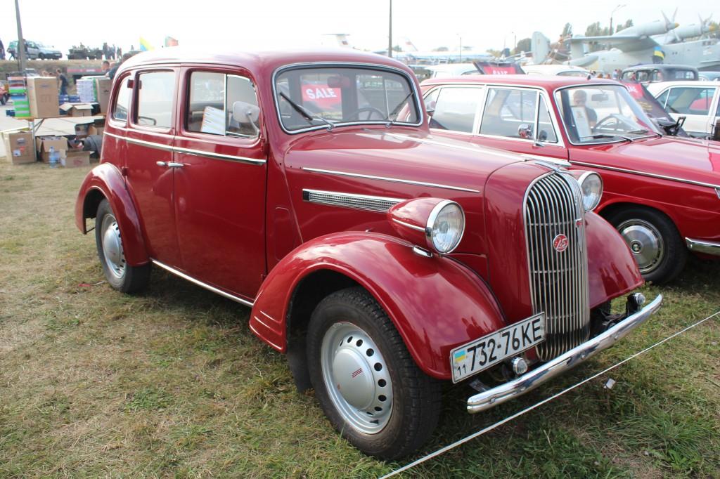 "OldCarLand-2016, Pontiac Bonneville, ЛуАЗ-969М, Dodge Ram SRT 10, Honda Civic, Pontiac Firebird, RAF-2203 ""Latvija"", Dodge Charger, Skoda 1000 MB, Datsun ZX280, Opel Super"