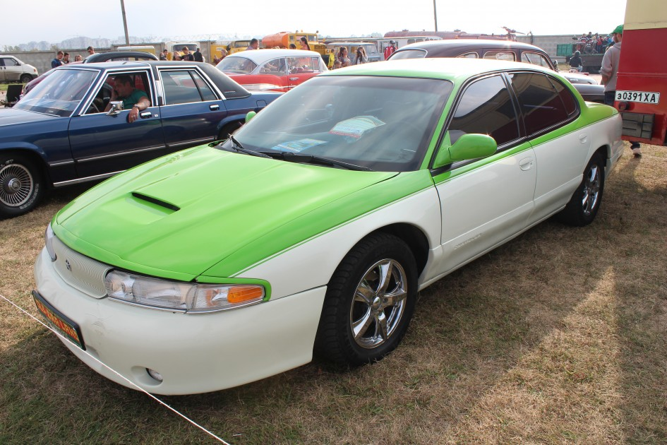 "OldCarLand-2016, Pontiac Bonneville, ЛуАЗ-969М, Dodge Ram SRT 10, Honda Civic, Pontiac Firebird, RAF-2203 ""Latvija"", Dodge Charger, Skoda 1000 MB, Datsun ZX280, Opel Super, Packard 120 Convertible Sedan, Chrysler LHS"