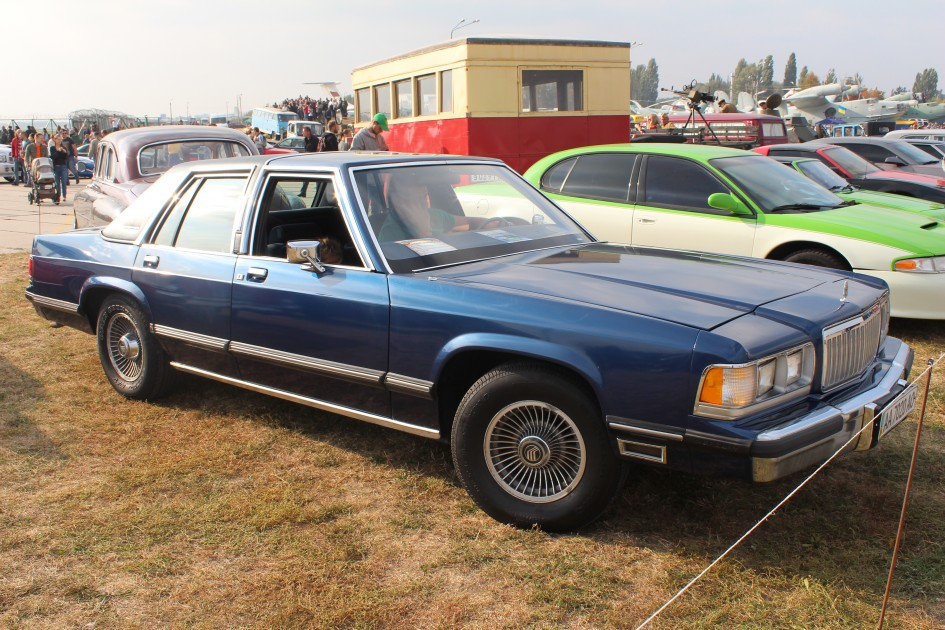 "OldCarLand-2016, Pontiac Bonneville, ЛуАЗ-969М, Dodge Ram SRT 10, Honda Civic, Pontiac Firebird, RAF-2203 ""Latvija"", Dodge Charger, Skoda 1000 MB, Datsun ZX280, Opel Super, Packard 120 Convertible Sedan, Chrysler LHS, Mercury Grand Marquis"