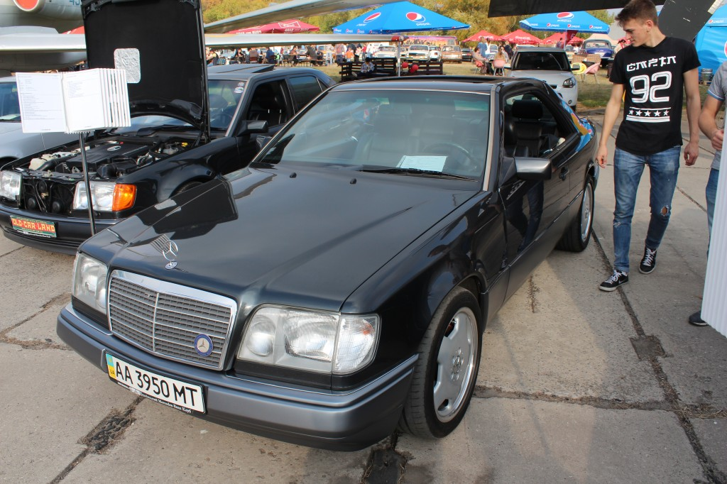 OldCarLand-2016, Mercedes W115, Mercedes-Benz C124 E36 AMG, Mercedes-Benz E320 W124 Coupe