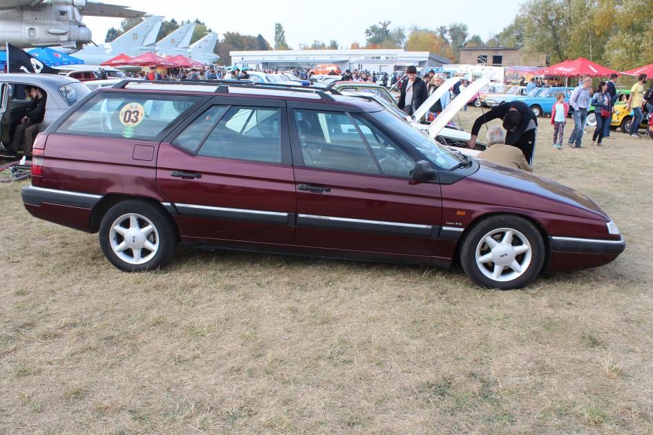 "OldCarLand-2016, Pontiac Bonneville, ЛуАЗ-969М, Dodge Ram SRT 10, Honda Civic, Pontiac Firebird, RAF-2203 ""Latvija"", Dodge Charger, Skoda 1000 MB, Datsun ZX280, Opel Super, Packard 120 Convertible Sedan, Chrysler LHS, Mercury Grand Marquis, Audi V8, Porsche 944, Rolls-Royce, Citroen XM"