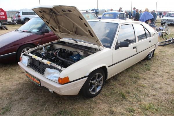 """OldCarLand-2016, Pontiac Bonneville, ЛуАЗ-969М, Dodge Ram SRT 10, Honda Civic, Pontiac Firebird, RAF-2203 """"Latvija"""", Dodge Charger, Skoda 1000 MB, Datsun ZX280, Opel Super, Packard 120 Convertible Sedan, Chrysler LHS, Mercury Grand Marquis, Audi V8, Porsche 944, Rolls-Royce, Citroen XM, Citroen BX"""