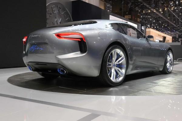 Maserati Alfieri, Porsche 911, Jaguar F-Type, Роберто Фіделі, Женева