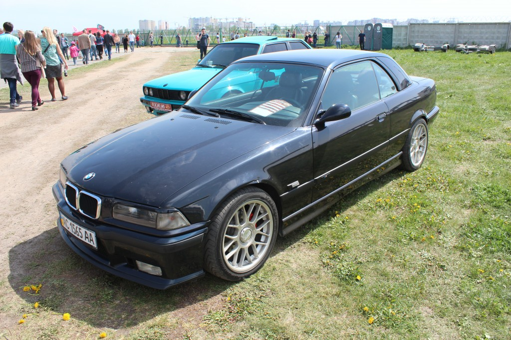 OldCarLand-2017, BMW 325