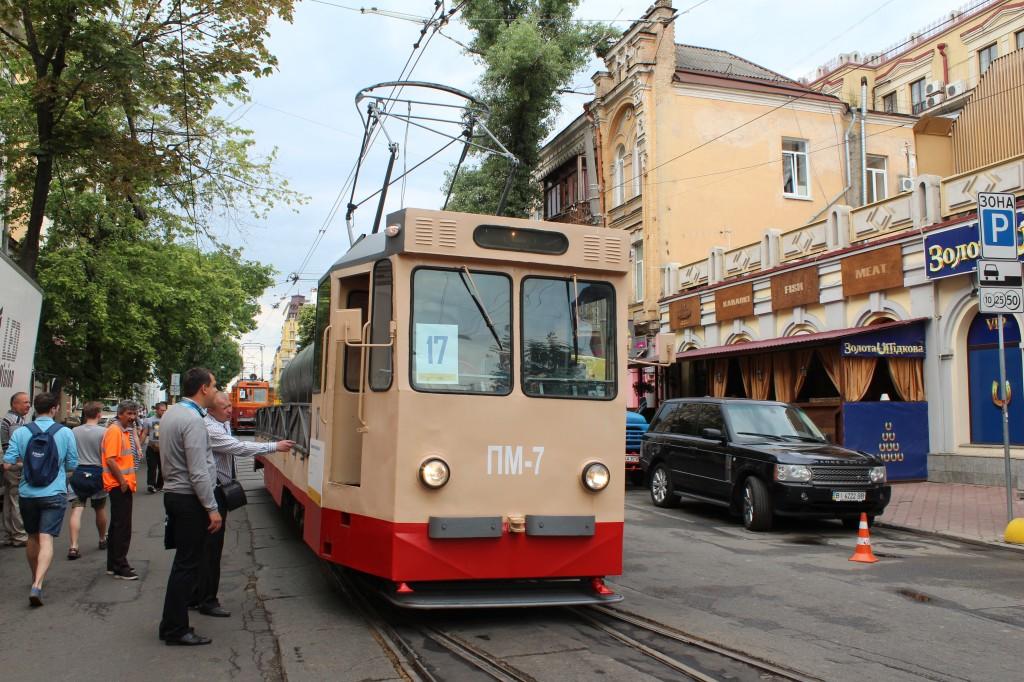 Parad trams 125 years Kyiv, поливомийний трамвай ПМ-7, парад трамваїв