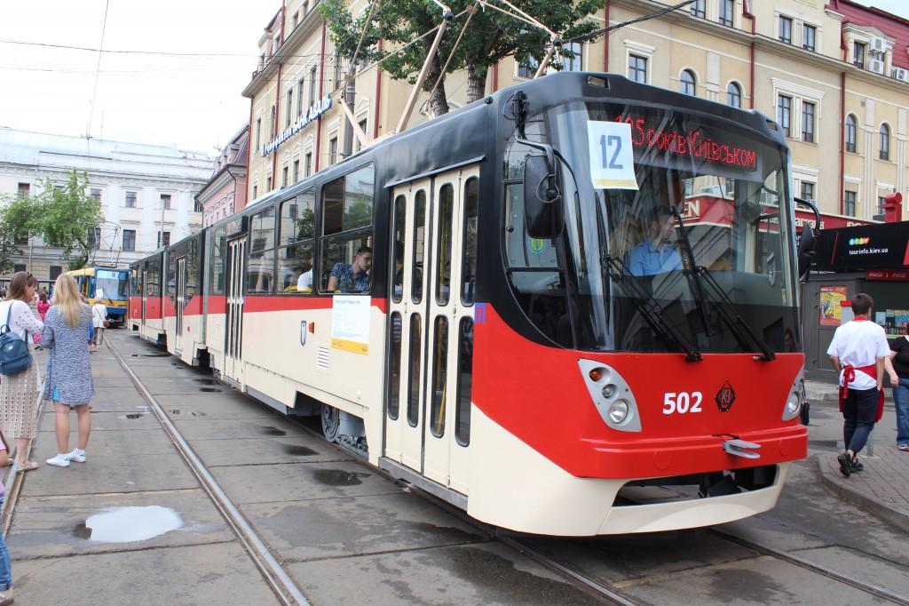 Parad trams 125 years Kyiv, трисекційний трамвай К-1М8, парад трамваїв