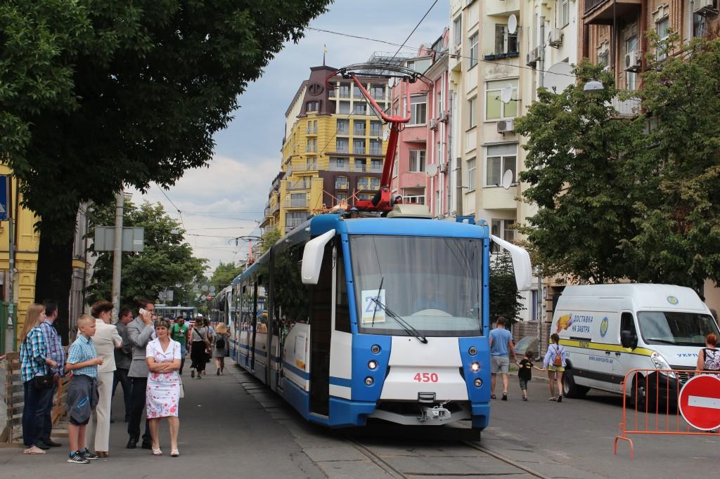 Parad trams 125 years Kyiv, трисекційний трамвай 71-154М-К, парад трамваїв