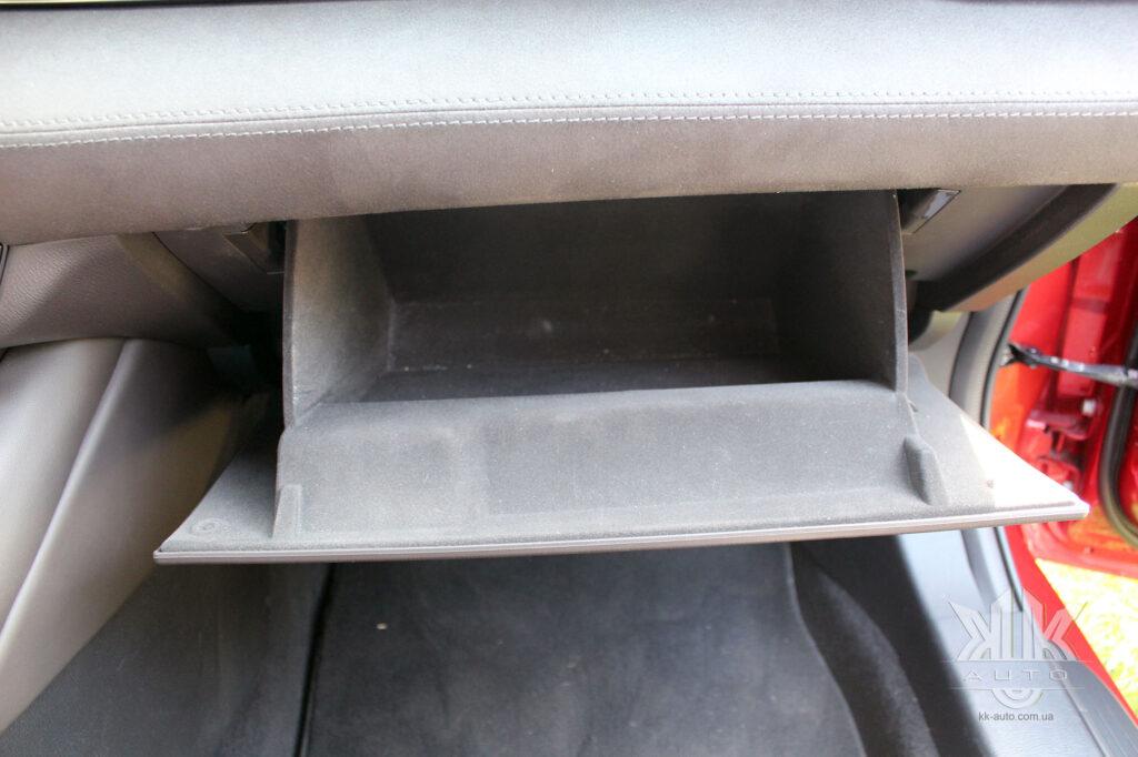 Mazda 6 бардачок