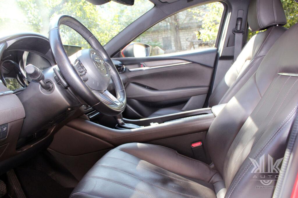 передній ряд Mazda 6
