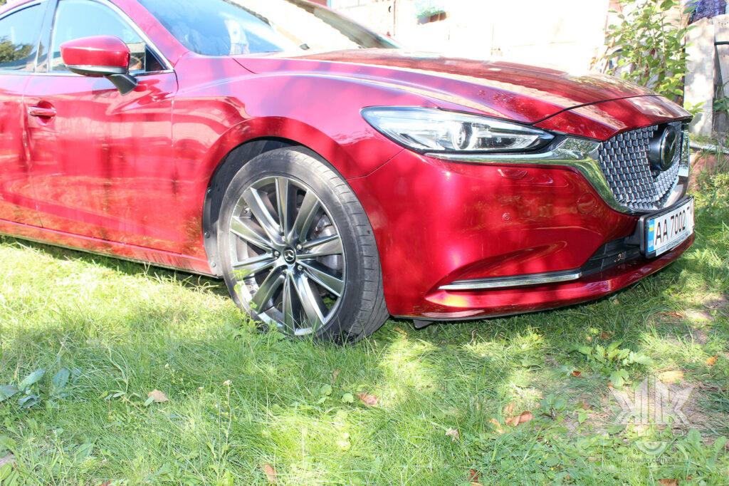 бампер Mazda 6 червона