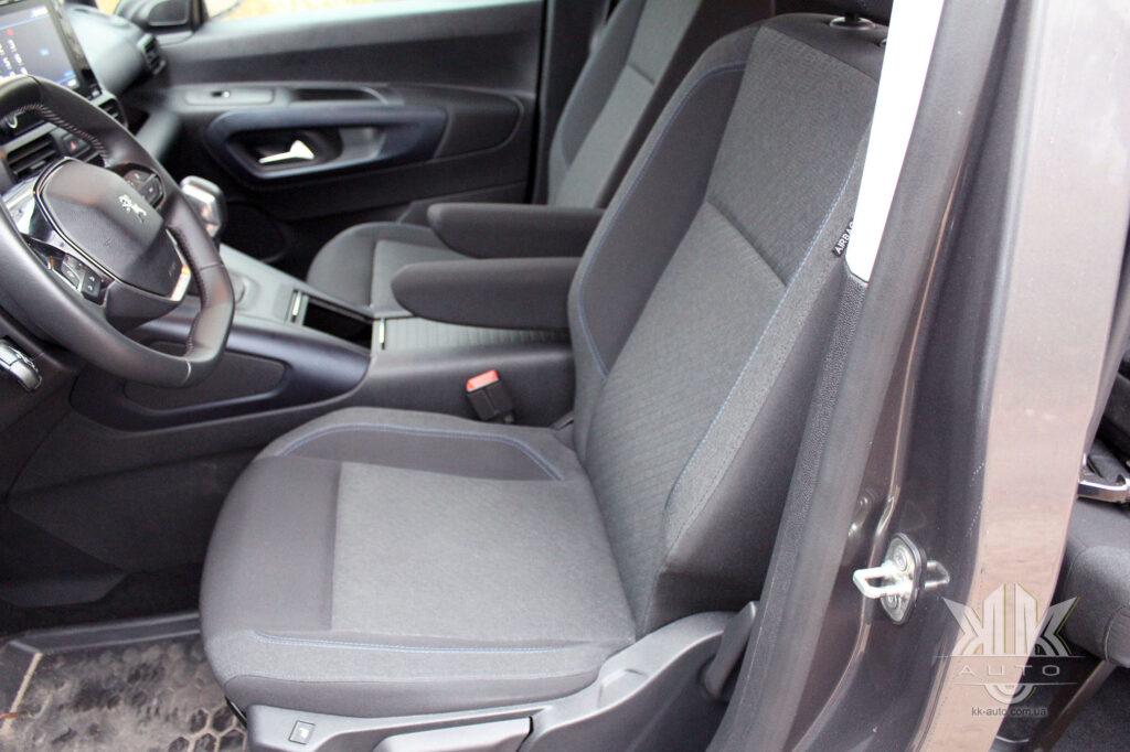 Тест-драйв Peugeot Rifter, водійське сидіння