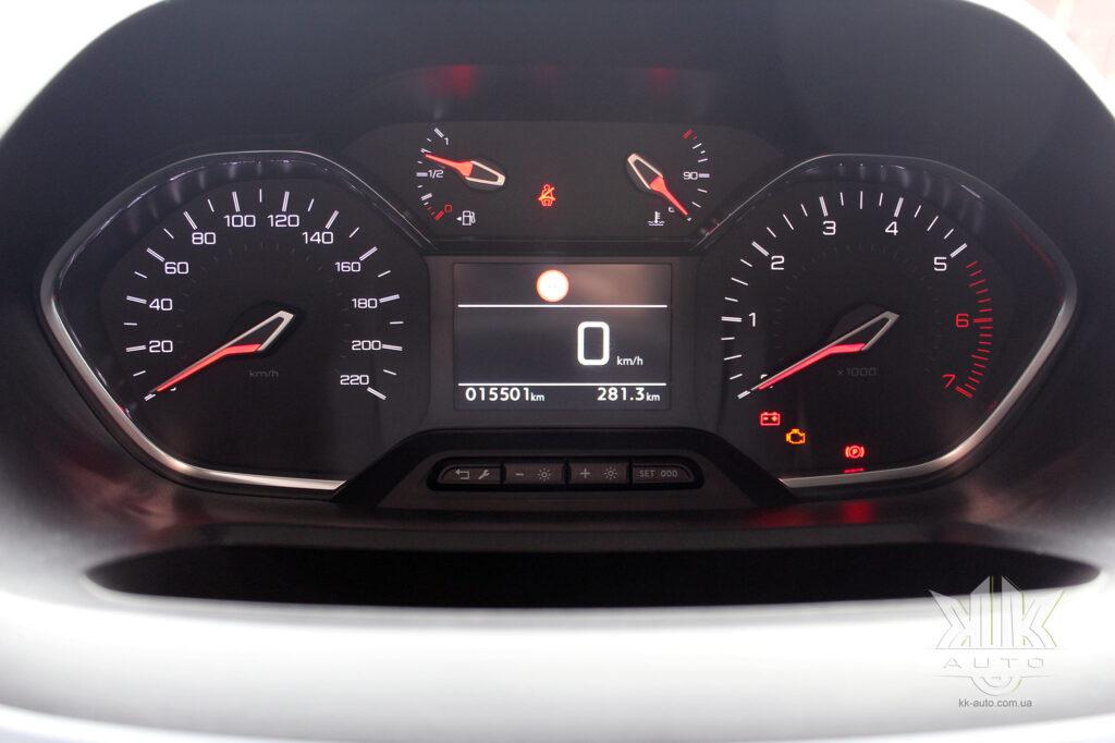 Тест-драйв Peugeot Rifter, панель приладів