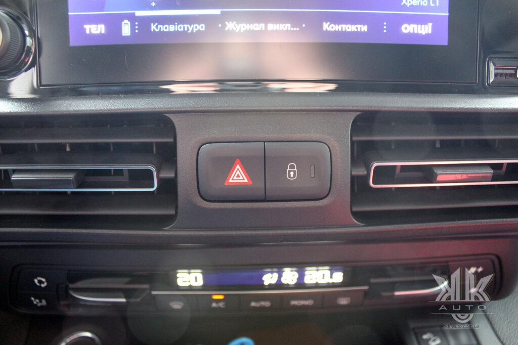 Тест-драйв Peugeot Rifter, центральний замок на авто