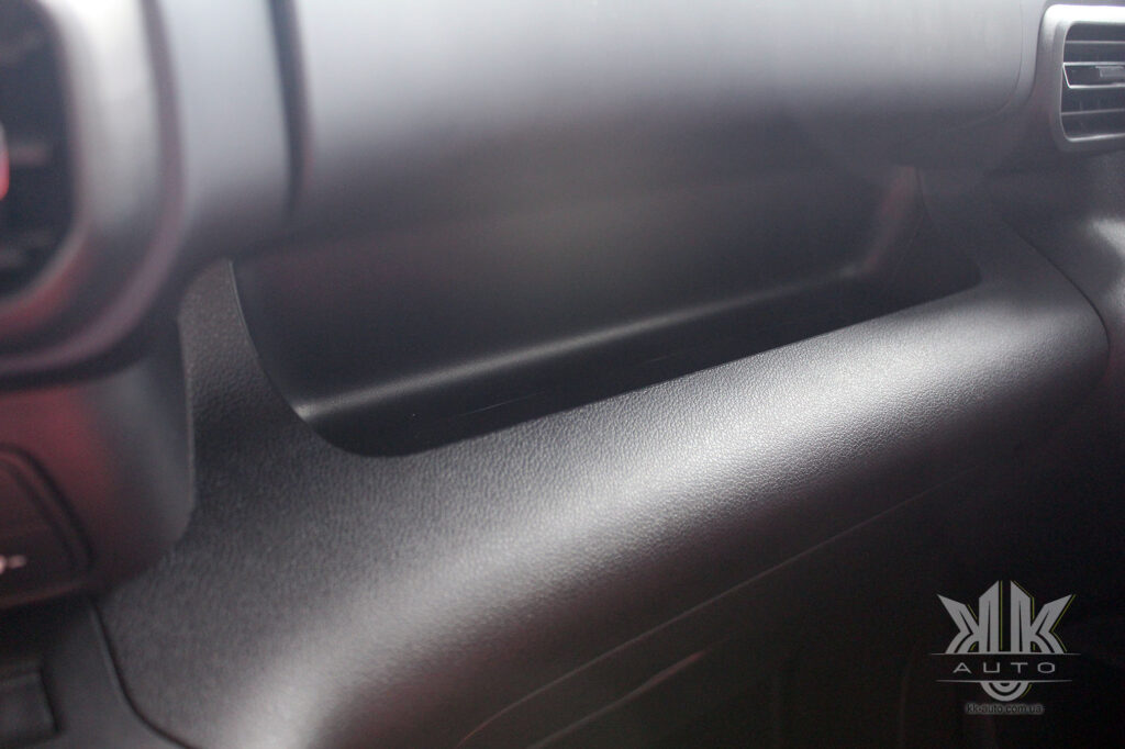 поличка в торпедо Peugeot Rifter