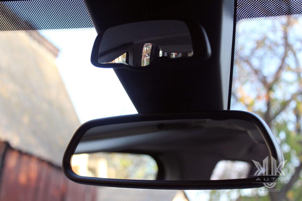 Тест-драйв Peugeot Rifter, дзеркальце