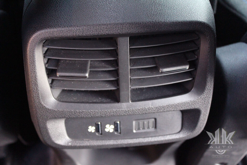 Тест-драйв Peugeot Rifter, дефлектори