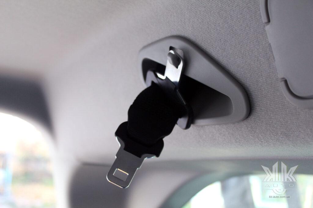 Тест-драйв Peugeot Rifter, паски безпеки пасажирів