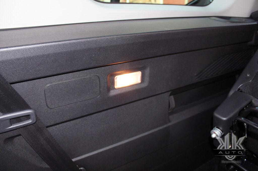 Тест-драйв Peugeot Rifter, освітлення багажника