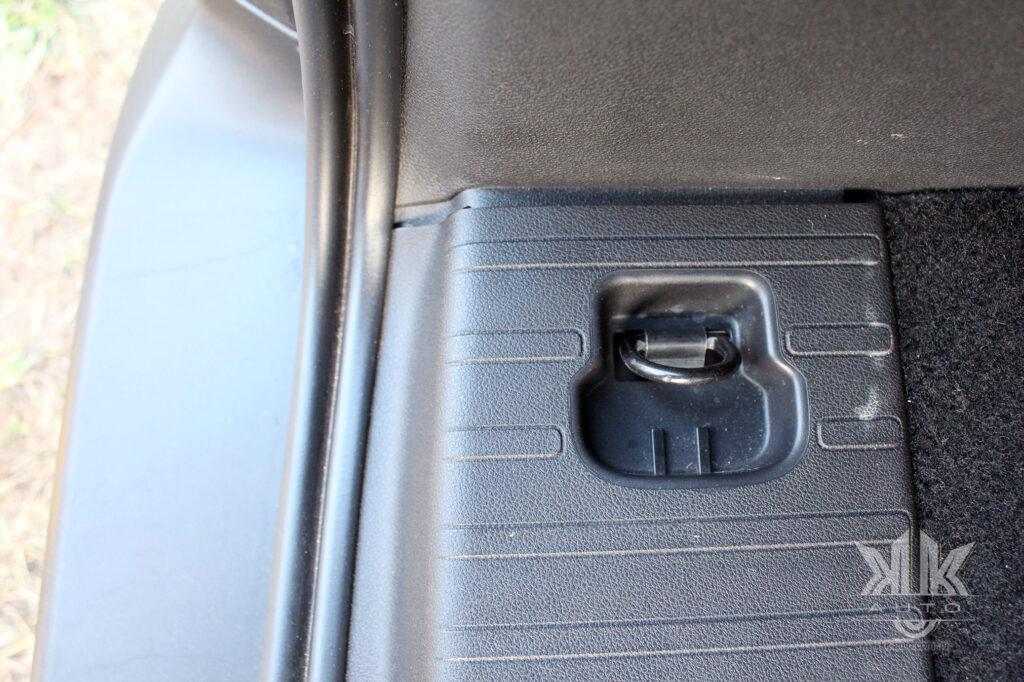Тест-драйв Peugeot Rifter, такелажні петлі
