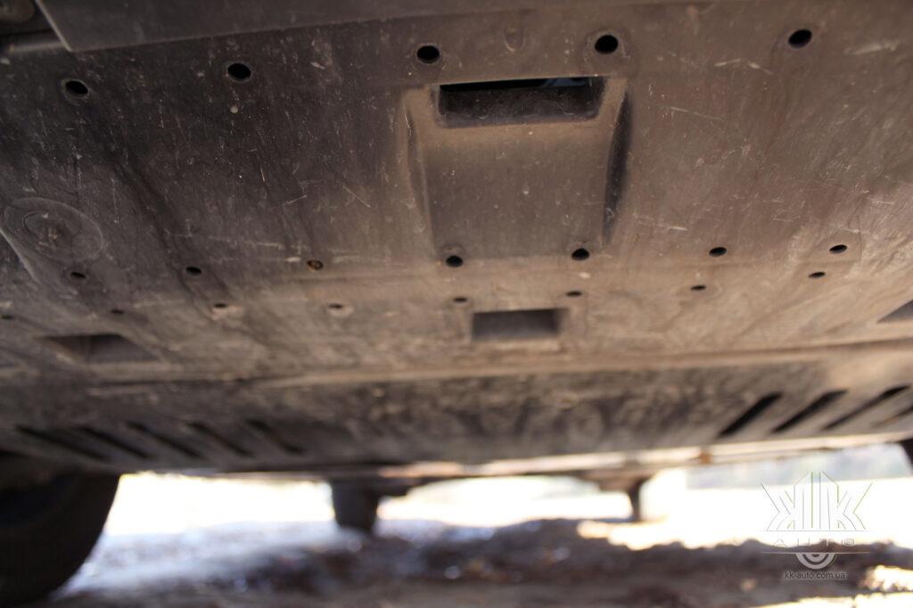 Тест-драйв Peugeot Rifter, захист картера двигуна