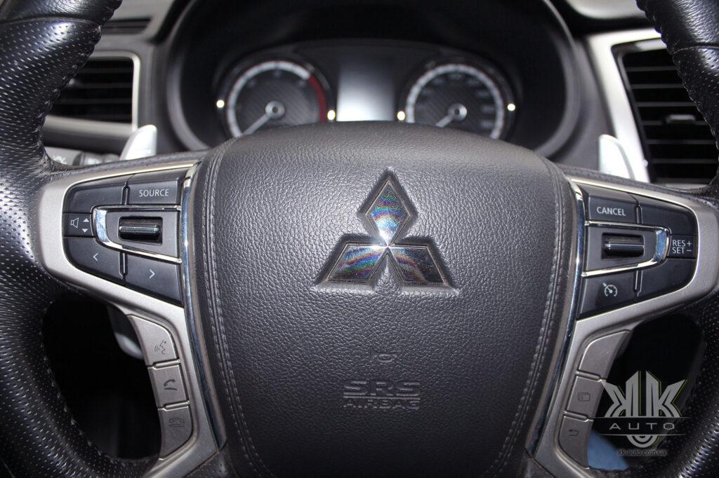 Тест-драйв Mitsubishi L200, кермо