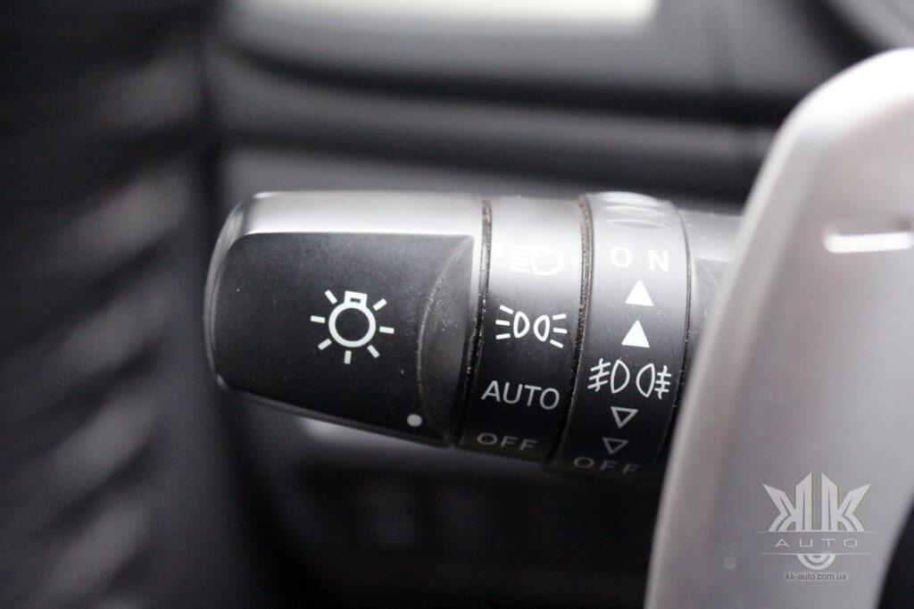 Тест-драйв Mitsubishi L200, датчик світла