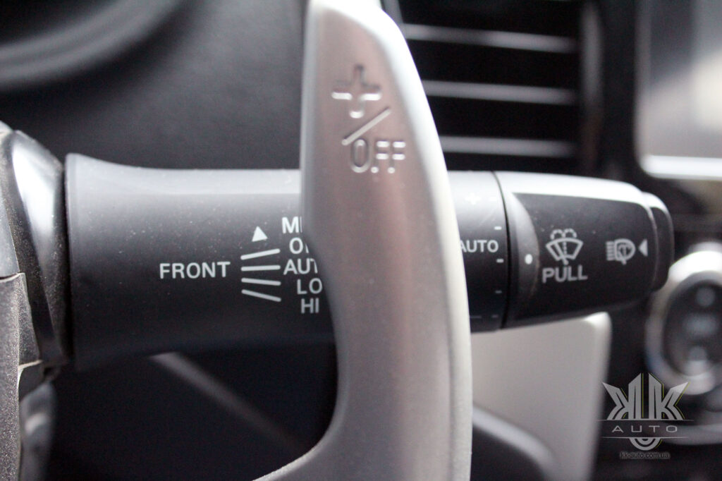 Тест-драйв Mitsubishi L200, датчик дощу