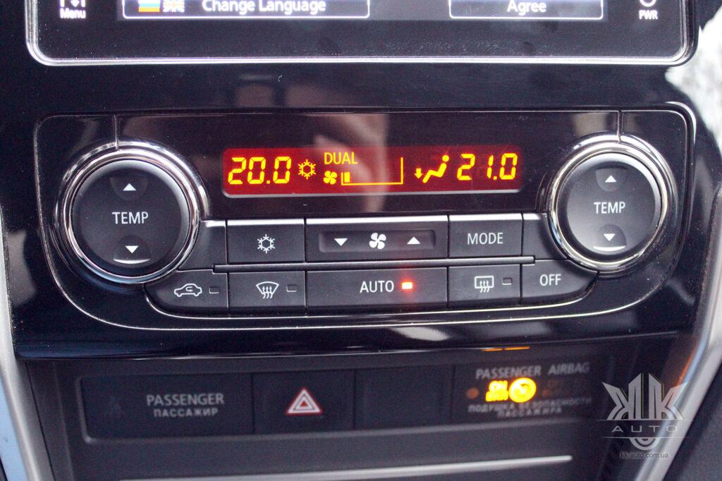 Тест-драйв Mitsubishi L200, двозонний клімат-контроль