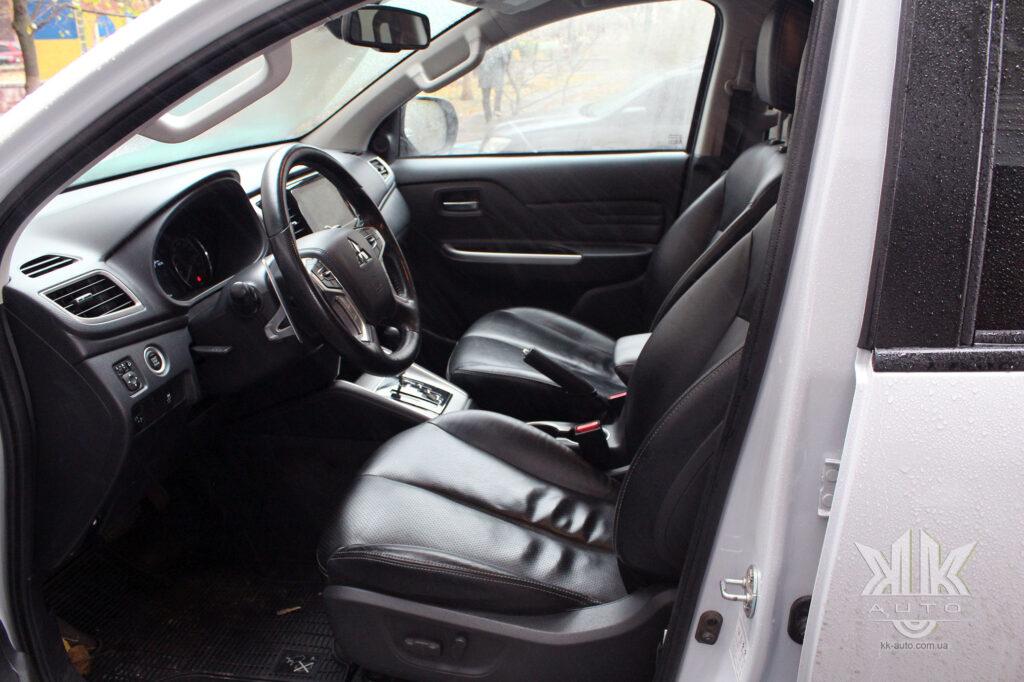 Тест-драйв Mitsubishi L200, передні сидіння