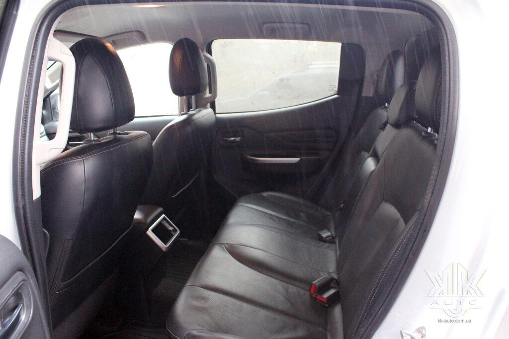 Тест-драйв Mitsubishi L200, задні сидіння