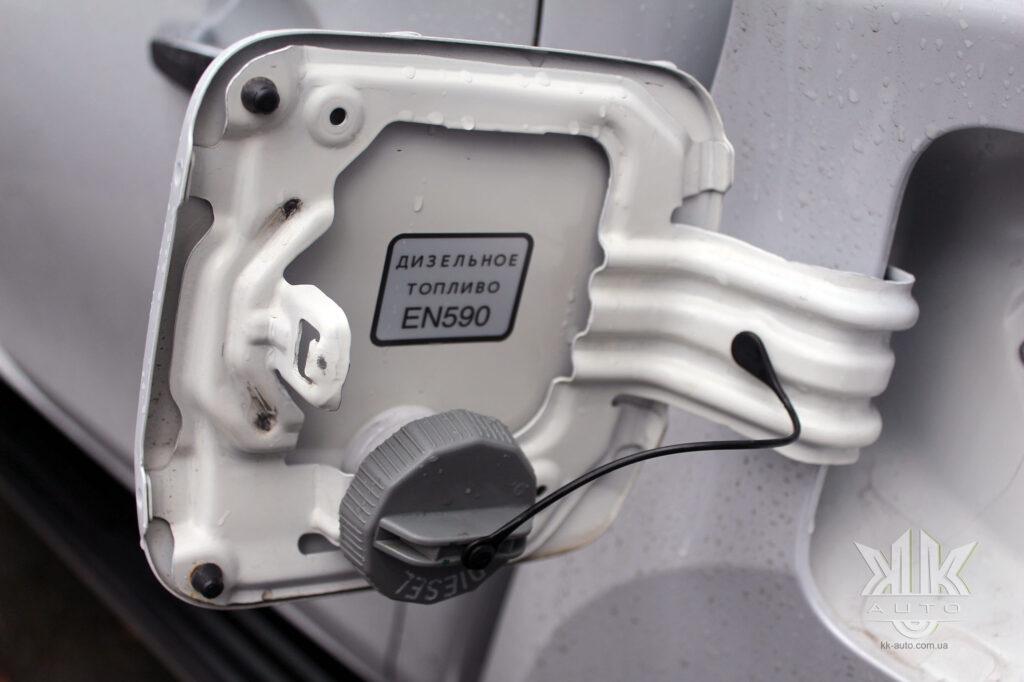 Тест-драйв Mitsubishi L200, лючок бака