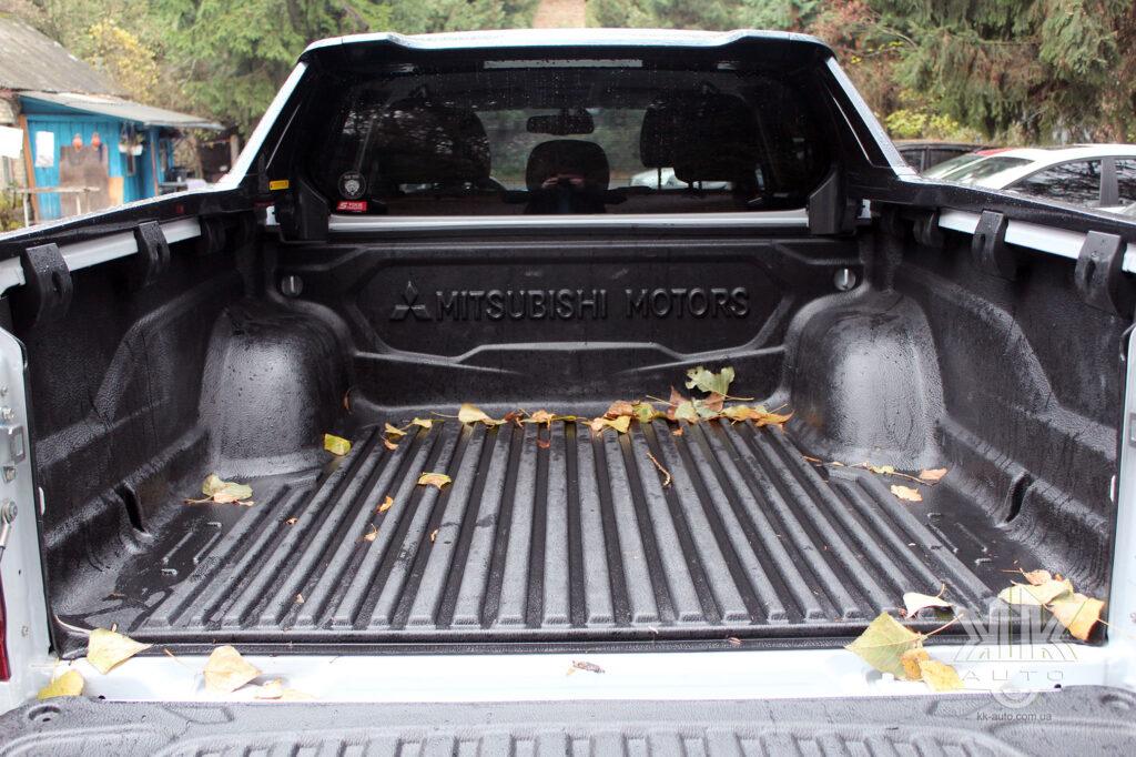 Тест-драйв Mitsubishi L200, багажник