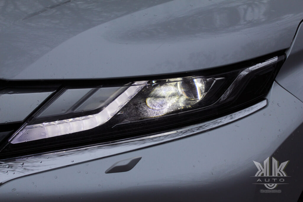 Тест-драйв Mitsubishi L200, ЛЕД-освітлення