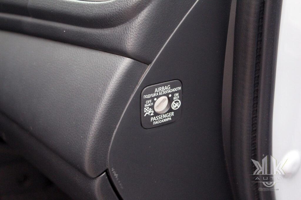 Тест-драйв Mitsubishi L200, passenger airbag