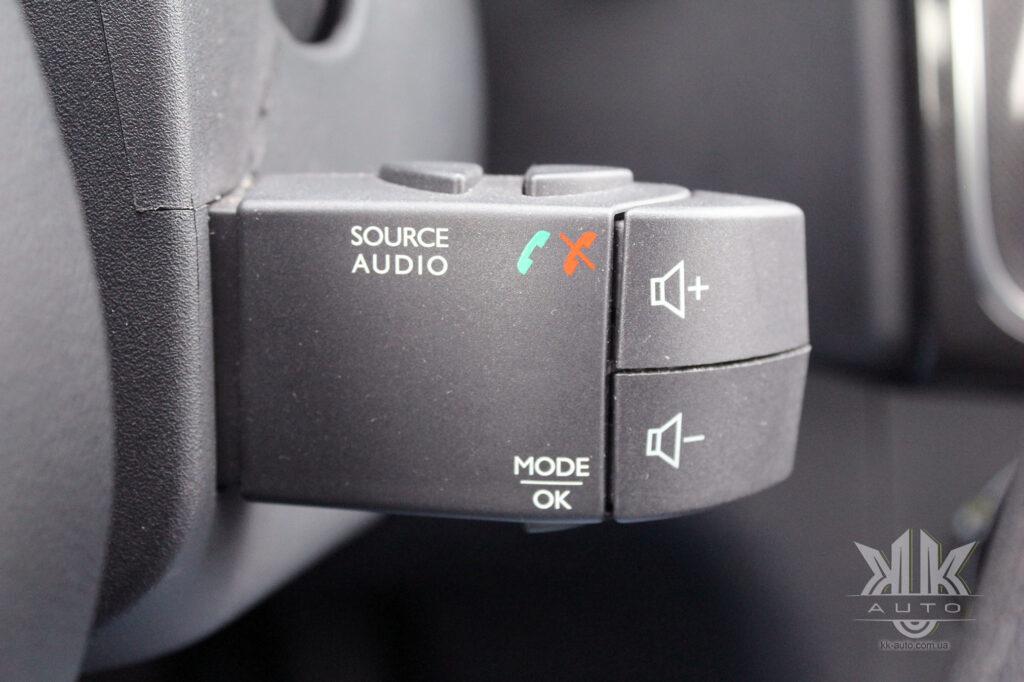 Тест-драйв Renault Logan, пульт