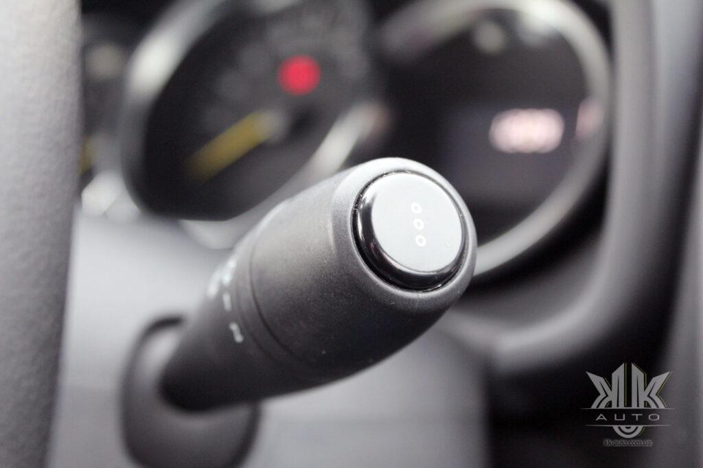 Тест-драйв Renault Logan, бортовий комп'ютер Reno Logan 2016