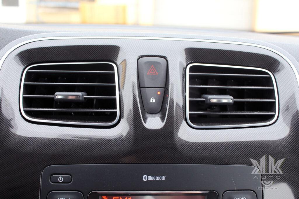 Тест-драйв Renault Logan, центральний замок