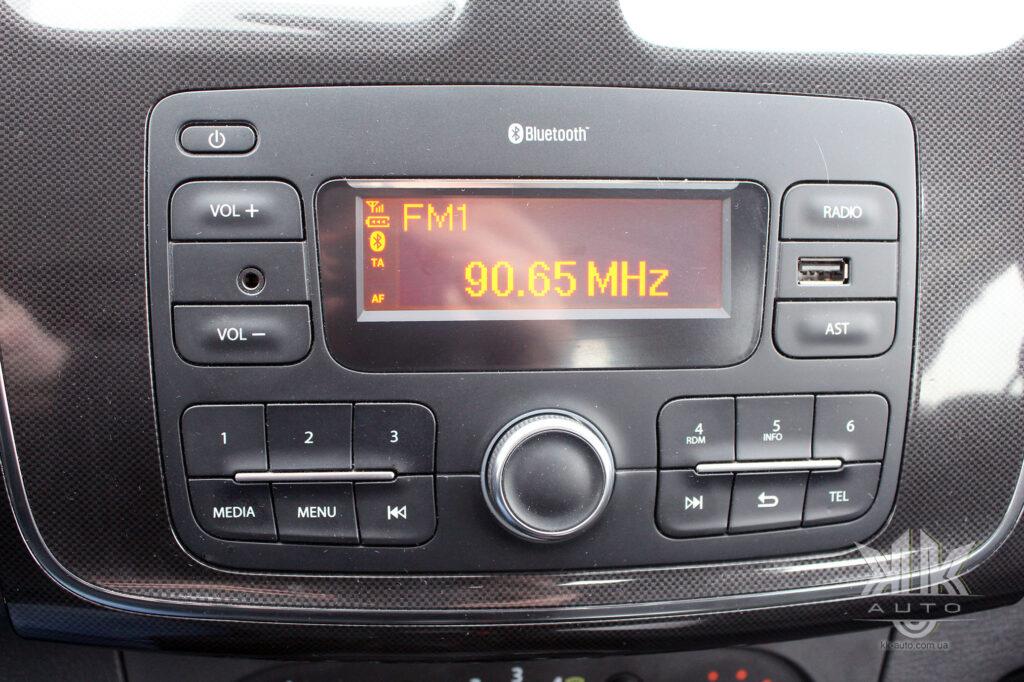 Тест-драйв Renault Logan, аудіосистема Reno Logan 2020