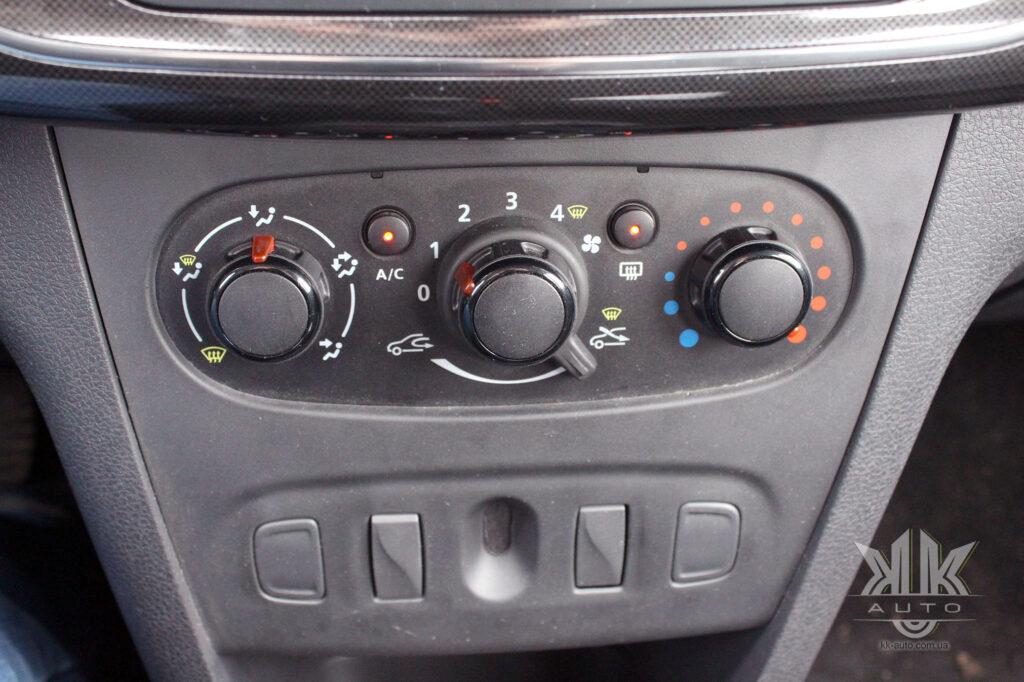 Тест-драйв Renault Logan, кондиціонер Reno Logan 2019
