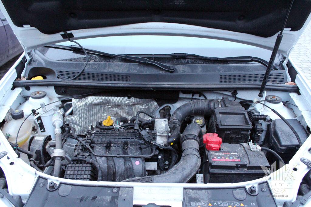 Тест-драйв Renault Logan, двигун