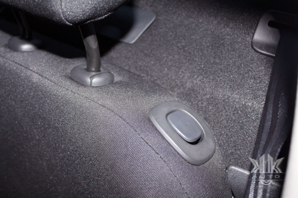 Тест-драйв Renault Logan, задні сидіння